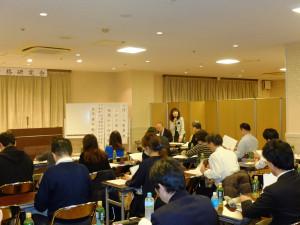 午後1時30分、正垣有美子先生の司会で早速始まりました。